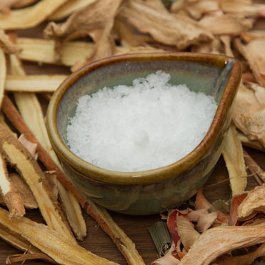 Camphor OilCinnamomum CamphoraStimulating • Anti-inflammatory • Refreshing • Particularly effective for oily and problem skins